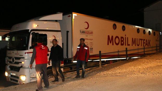 La Media Luna Roja turca ha acudido en ayuda a la zona afectada por el terremoto. (@RedCrescentTR)