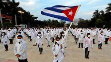 Médicos y enfermeros del Contingente de Médicos 'Henry Reeve' en un acto en La Habana antes de viajar a Italia para ayudar en la pandemia del covid-19. (EFE)