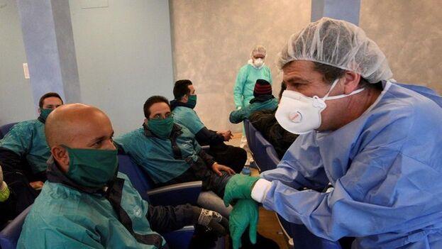 Médicos cubanos de la brigada enviada a Italia por la pandemia de coronavirus. (EFE)
