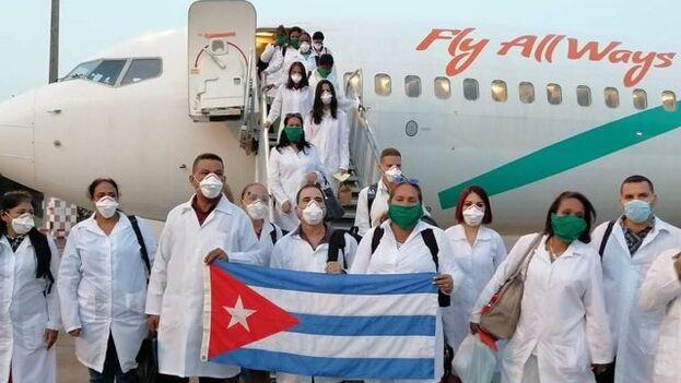 Médicos cubanos llegando a Lombardía, en el norte de Italia. (PresidenciaCuba)