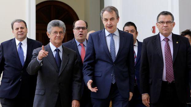 En la reunión de este martes participan el mandatario dominicano, Danilo Medina, y el expresidente del Gobierno español José Luis Rodríguez Zapatero. (EFE)