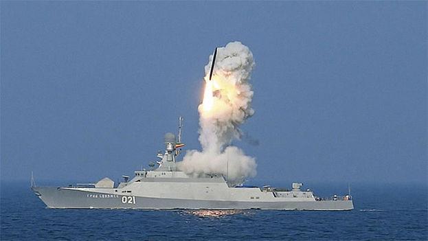 Los misiles fueron disparados desde el Mediterráneo por la fragata Admiral Essen y el submarino Krasnodar. (Ministerio de Defensa de Rusia)