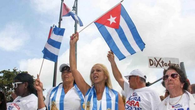 """A juicio de Menéndez, las protestas han reafirmado lo que """"todos sabemos: que el pueblo cubano quiere que se escuche su voz"""". (EFE)"""