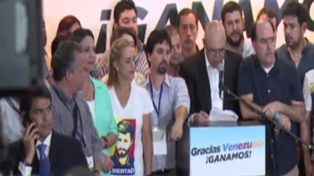 La alianza opositora Mesa de la Unidad Democrática logró la mayoría absoluta, según datos oficiales. (Fotograma)