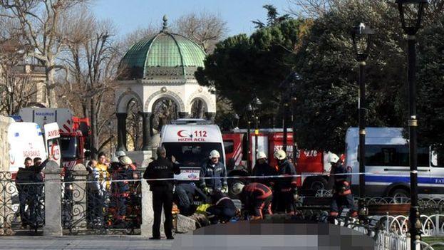 La explosión ha tenido lugar a pocos metros de la Mezquita Azul y Santa Sofía, dos de los monumentos más visitados del mundo. (@cnnturk)
