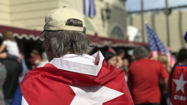 Miami se llena de banderas cubanas para celebrar la muerte de Fidel Castro. (14ymedio)