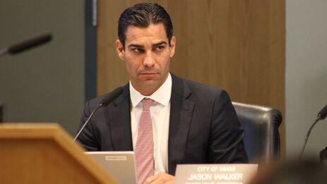 El alcalde de Miami asegura que la decisión es de indole moral, aunque también tiene detractores en Miami. (Mario J. Pentón)