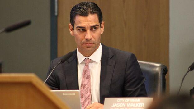 Miami aprueba resolución contra artistas financiados por el régimen cubano