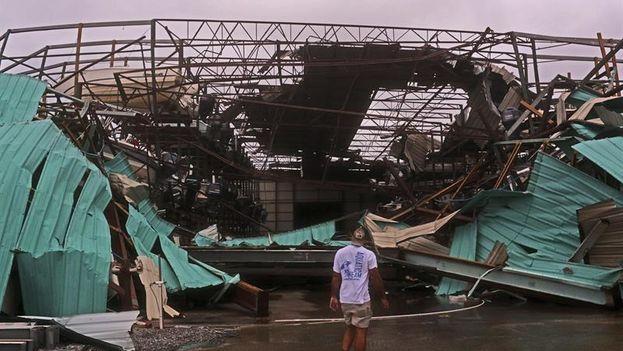 Michael trajo a Florida intensas lluvias y una marejada ciclónica que ha provocado inundaciones en zonas costeras. (EFE/Dan Anderson)