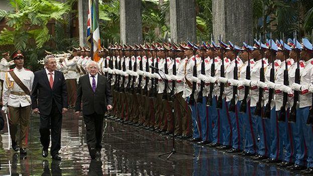 Michael Higgins y Raúl Castro en el Palacio de la Revolución. (@RaulCastroR)