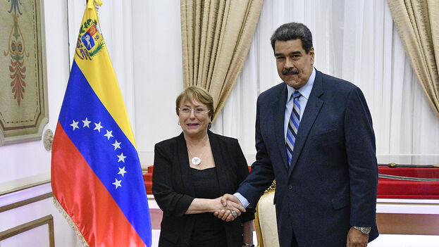 Michele Bachelet y Nicolás Maduro en un encuentro previo a la pandemia. (EFE)