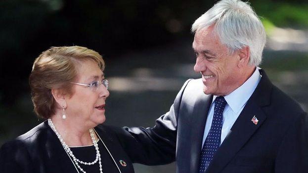 La presidenta de Chile, Michelle Bachelet junto al presidente electo, Sebastián Piñera. (EFE)