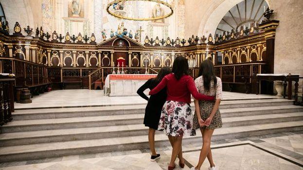Michelle Obama y sus hijas en La Habana este lunes. (Casa Blanca)