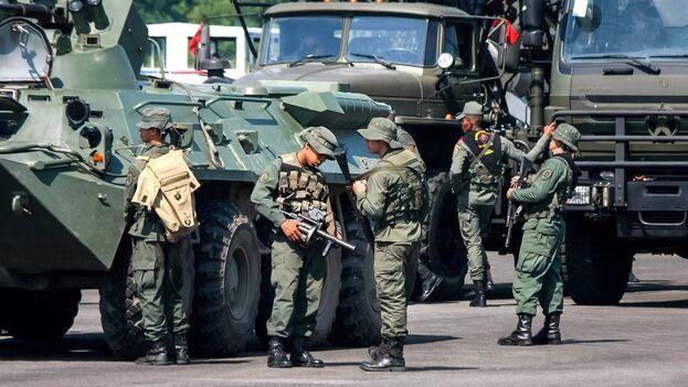 Miembros de las Fuerzas Armadas Bolivarianas de Venezuela. (EFE/Johnny Parra/Archivo)