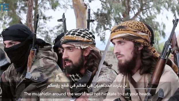 Miembros del Estado islámico llaman a musulmanes a atacar Francia. (Al Hayat Media Center)