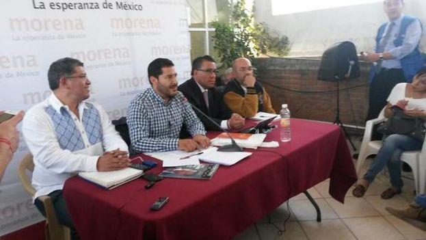 Miembros del nuevo partido Morena valoran el resultado electoral este lunes. (@FUERZA_MORENA)