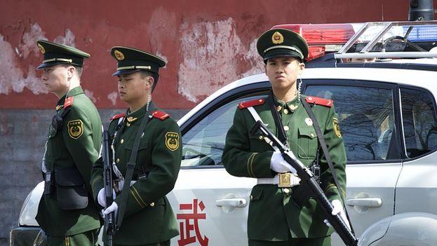 Miembros del cuerpo de policía militar china. (Pixabay)