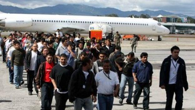 Migrantes deportados desde EE UU el pasado mes de noviembre. (Agencia Guatemalteca de Noticias)