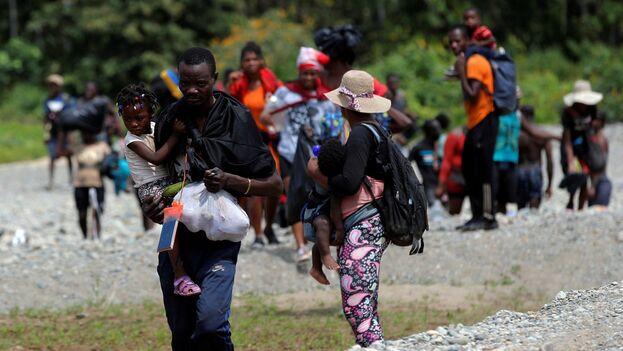 Migrantes llegan a Panamá tras cruzar la selva del Darién, Panamá. (EFE/Bienvenido Velasco/Archivo)