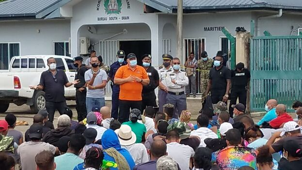 Migrantes cubanos en Surinam, a la espera de que Guyana les abra su frontera para continuar su camino hacia EE UU. (Facebook/Lien Liyan)