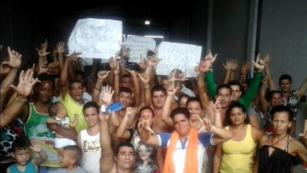 Migrantes cubanos en Colombia. (14ymedio)