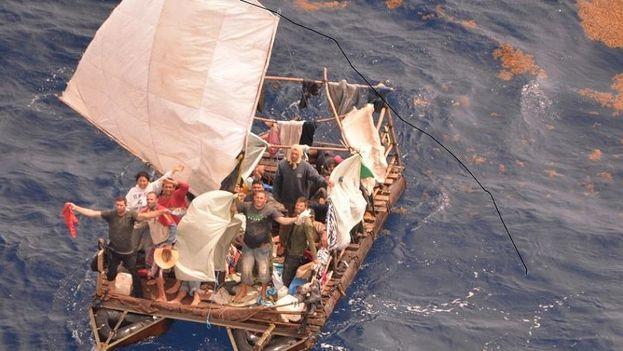 Migrantes cubanos en las Islas Caimán en 2015. (Loop)
