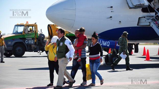 Migrantes cubanos llegan a México este miércoles. (INM)