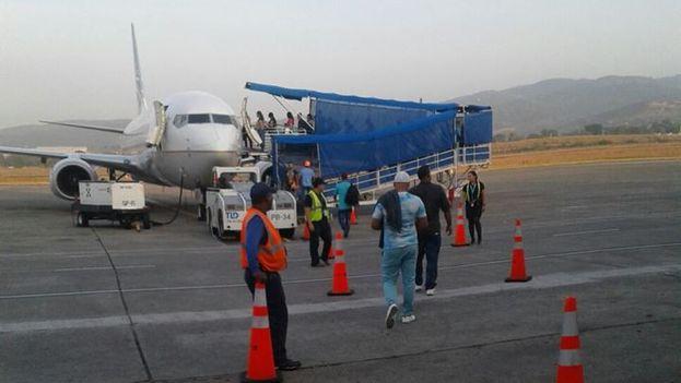 Migrantes cubanos varados en Panamá salen rumbo a México. (Facebook)