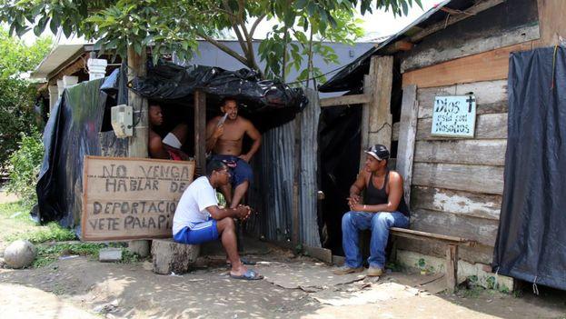 Migrantes cubanos en varados en Turbo. (EFE)