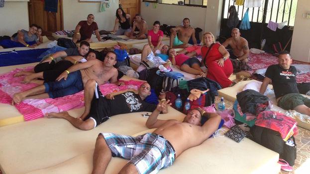 Migrantes cubanos hospedados en un albergue de Costa Rica. (14ymedio/Reinaldo Escobar)