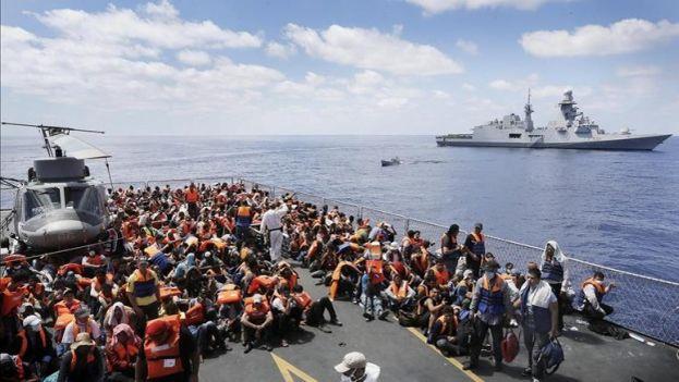 Migrantes son rescatados en el Mediterráneo. (Archivo EFE)