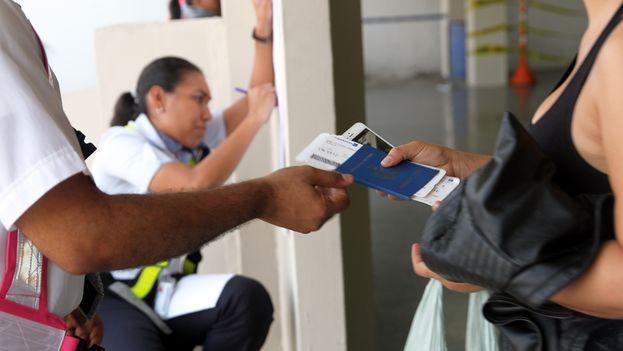 Migrantes cubanos se trasladan de Panamá a México. (Cancillería de Panamá)