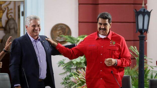 El gobernante cubano, Miguel Díaz-Canel, junto a su homólogo venezolano, Nicolás Maduro. (EFE)