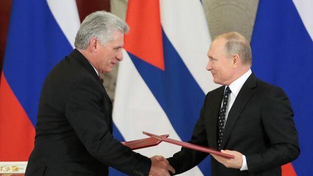Miguel Díaz-Canel y su homólogo ruso, Vladímir Putin, durante la firma de acuerdos bilaterales en 2018. (EFE)