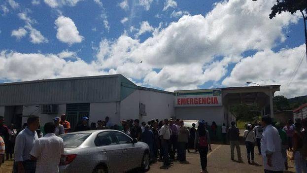 Miguel Pizarro lamentó la violencia en Santa Elena de Uairen que ha dejado centenares de heridos y varios muertos. (AngelMedinaD)