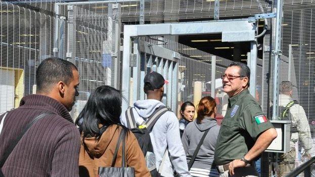 Miles de cubanos han entrado este año a Estados Unidos por la frontera mexicana. (EFE)