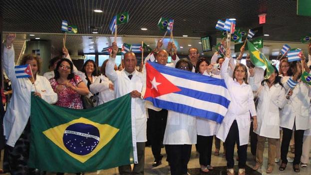 Miles de médicos regresaron a la isla tras la cancelación de la participación cubana del programa en Brasil. (EFE)