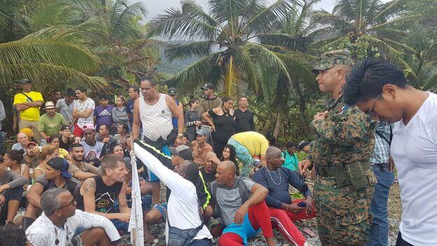 Miles de cubanos, haitianos y emigrantes transcontinentales cruzan las selvas de Darien cada año. (Twitter)