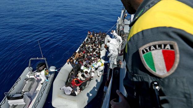 Miles de inmigrantes africanos intentan llegar cada año a las costas europeas. (EFE)