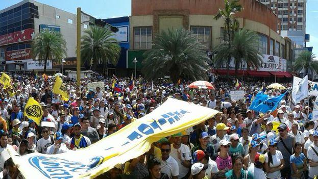 Miles de manifestantes pidieron un cambio de Gobierno este miércoles en Caracas. (@unidadvenezuela )