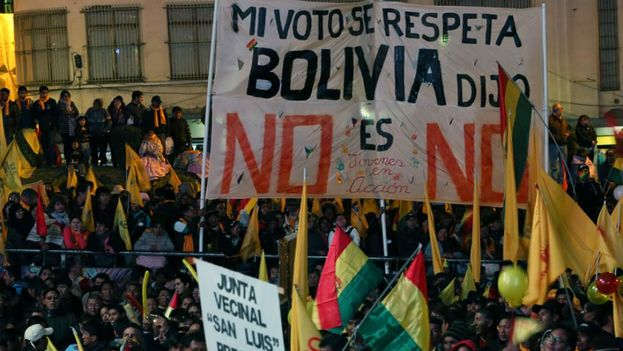 Miles de personas se movilizan en Bolivia para rechazar la reelección. (EFE)
