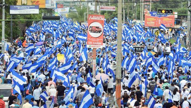 Miles de nicaraguenses salieron ayer a la calle a volver a exigir a Ortega su salida del poder por la violencia de los últimos meses. (@samopavon)