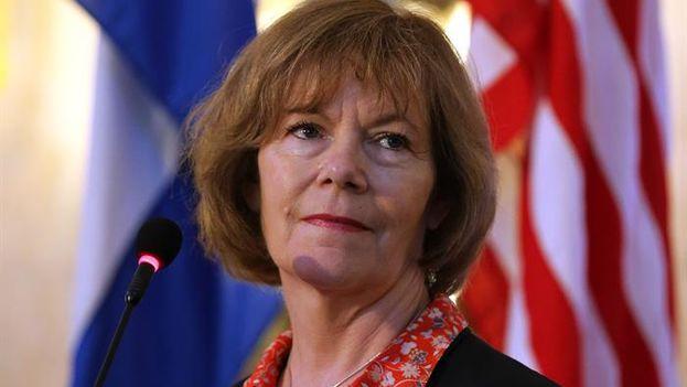 La vicegobernadora de Minesota, Tina Smith, en rueda de prensa este jueves en La Habana. (EFE/Alejandro Ernesto)