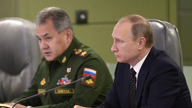 El Ministro de Defensa de Rusia, Sergei Shoigu, junto al Presidente de la Federación, Vladimir Putin. (EFE)
