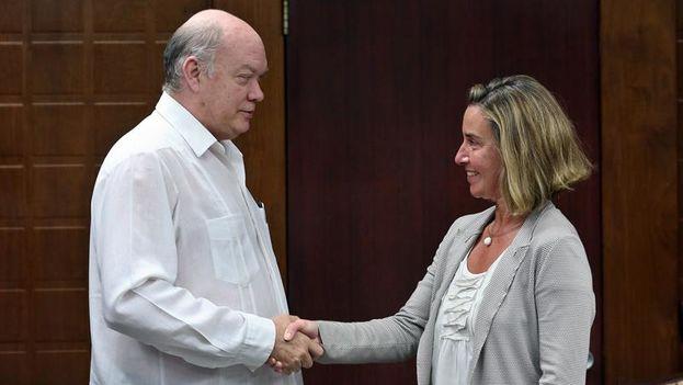 La jefa de la diplomacia europea, Mogherini, durante su reunión este miércoles con el ministro de Comercio e Inversión Extranjera, Rodrigo Malmierca. (EFE/Alejandro Ernesto)