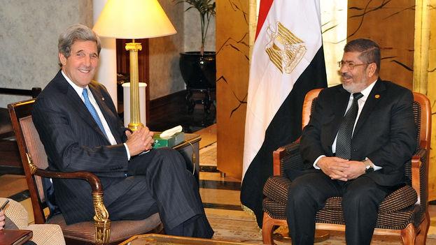 Mohamed Mursi, primer presidente egipcio elegido por las urnas, mantuvo encuentros con líderes occidentales, entre ellos John Kerry. (CC)