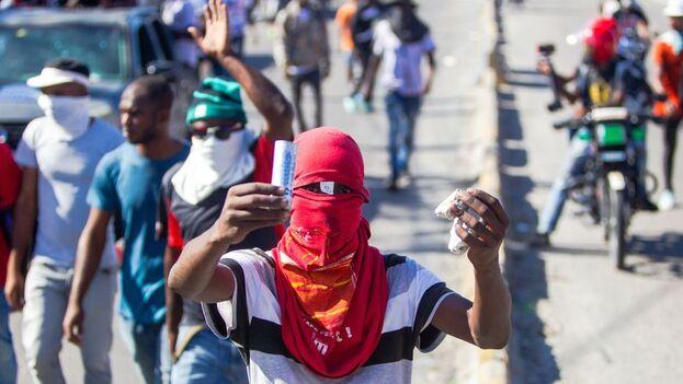 Mientras Moise pareció sortear el asedio, sus opositores celebraron manifestaciones en Puerto Príncipe y otras ciudades haitianas, en las que participaron centenares de personas (EFE)