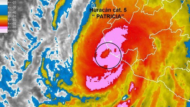 Momento en que el huracán 'Patricia' toca tierra en las costas mexicanas de Jalisco. (Semarnat)