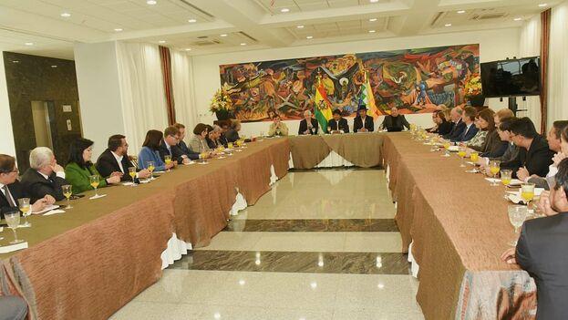 """Morales reiteró a la OEA y la UE, junto a otros observadoers """"la invitación a que fiscalicen todo el proceso de cómputo de votos, acta por acta, con todas las garantías"""". (EvoPueblo)"""