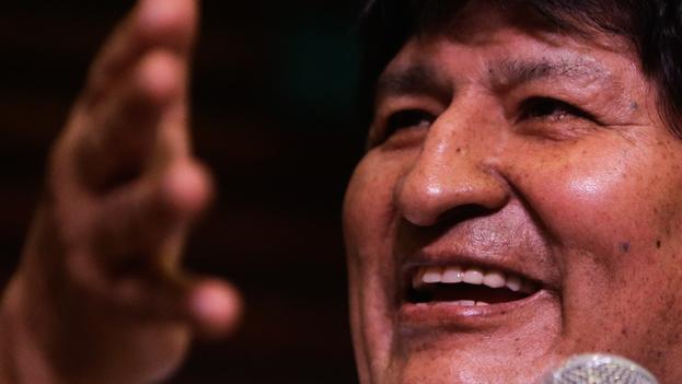 Morales, sobre quien pesan en su país varias órdenes para comparecer por acusaciones de genocidio, terrorismo y sedición, que él niega, agradeció a los líderes de izquierda que le apoyaron. (EFE)
